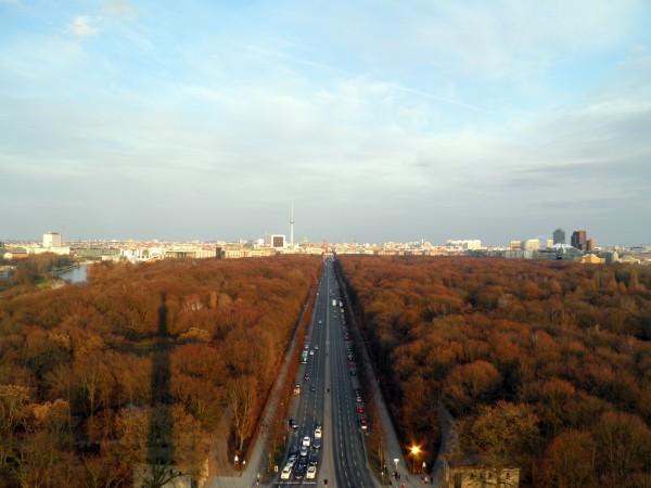 Вид на Брандербургские ворота со смотровой площадки Золотой Эльзы